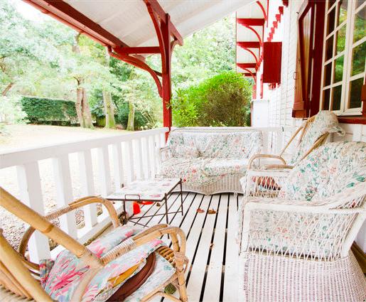 prendre le large au pays basque nos belles adresses airbnb les louves. Black Bedroom Furniture Sets. Home Design Ideas