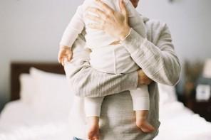 Cinq livres à offrir au futur papa pendant la grossesse