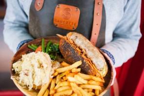 Une saucisse-frites à Paris avec les enfants