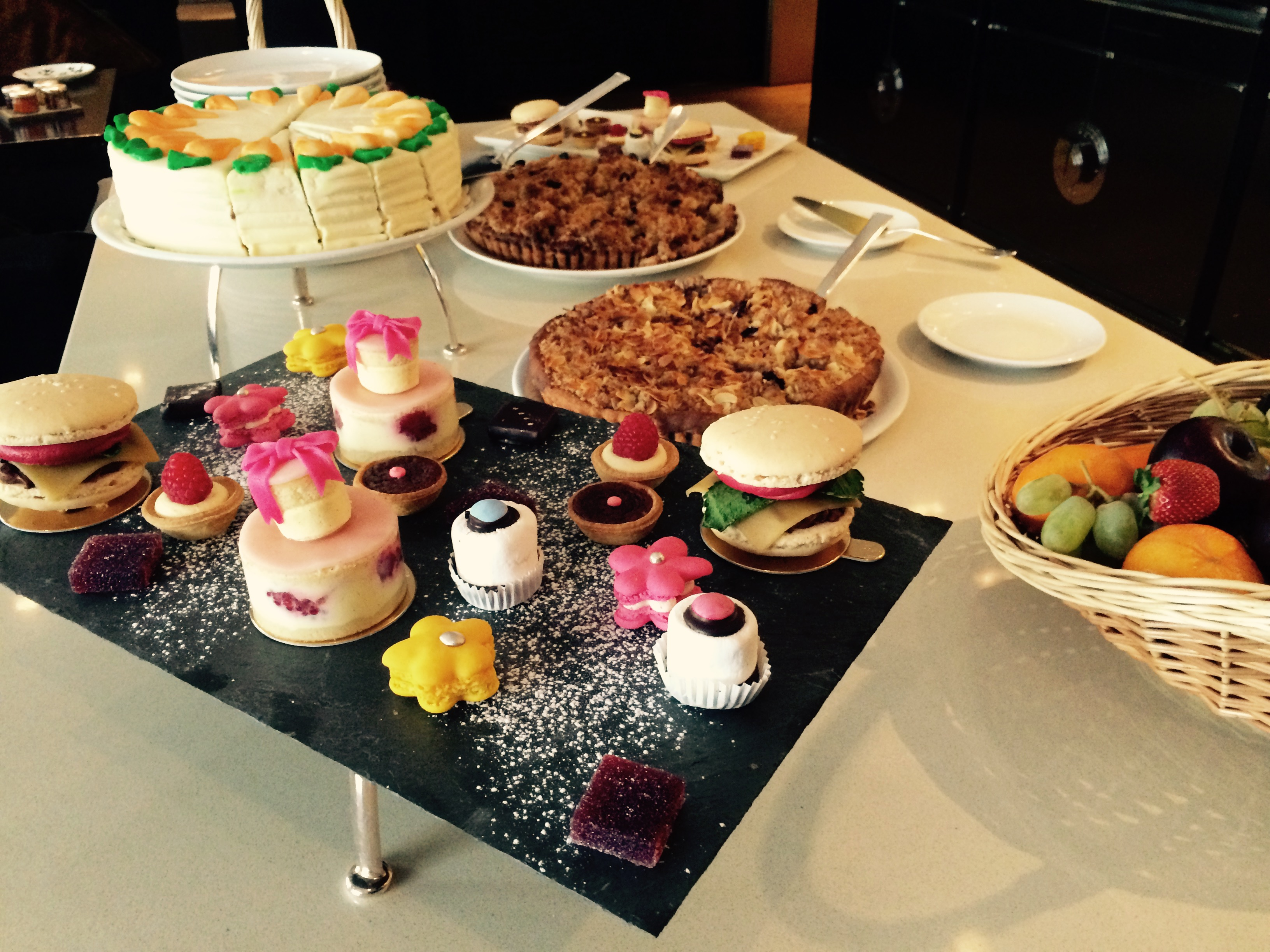 Brunch gourmand et atelier p tisserie au hyatt paris for Piscine 75008