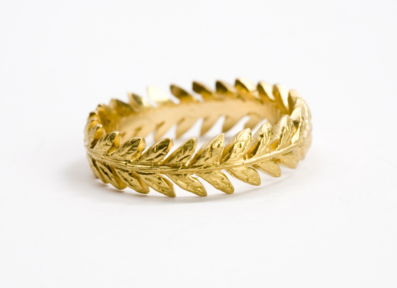Bague Laurel Leaf, en or jaune recyclé 22 carats, Cathy Waterman