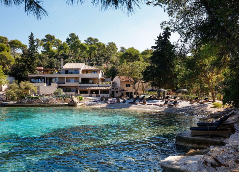 little green bay un petit paradis planqu sur l le de hvar croatie les louves. Black Bedroom Furniture Sets. Home Design Ideas